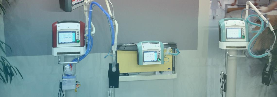 Ultraschallgerät mit Beatmungsschleuchen